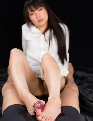 Minami Sakaida gives this dude a sensational footjob in a hot POV gallery