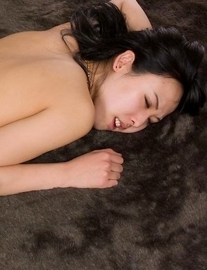 Natsuki Yokoyama shows her trimmed pussy before getting thigh-fucked
