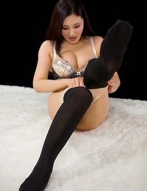 Stockings-clad seductress Yuu Kazuki wearing pantyhose during her solo session