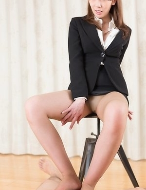 Leggy and horny hottie Aya Kisaki masturbates and gives a pantyhose job