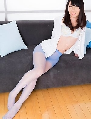 Brunette stunner Aki Tojo using pantyhosed feet to make him cum all over her