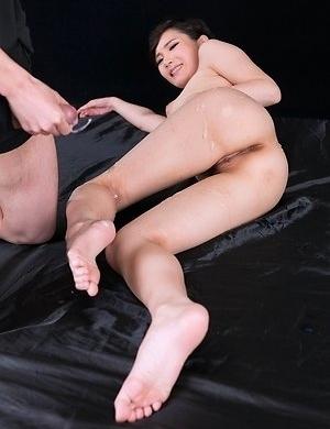 Akari Misaki enjoying some of that sweet sideways action and a great cumshot