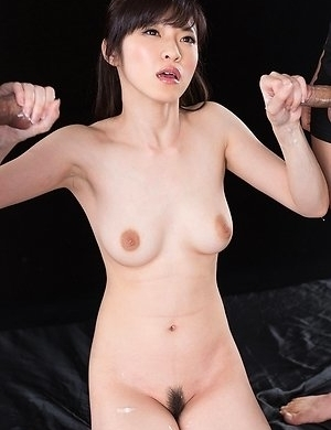 Sara Yurikawa Jacks Off A Group of Guys With Cum